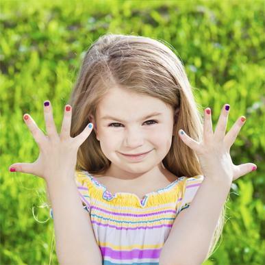 Разноцветные детские ногти