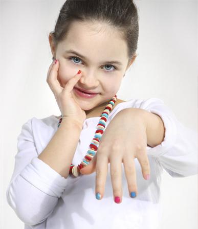 Лак на детских ногтях